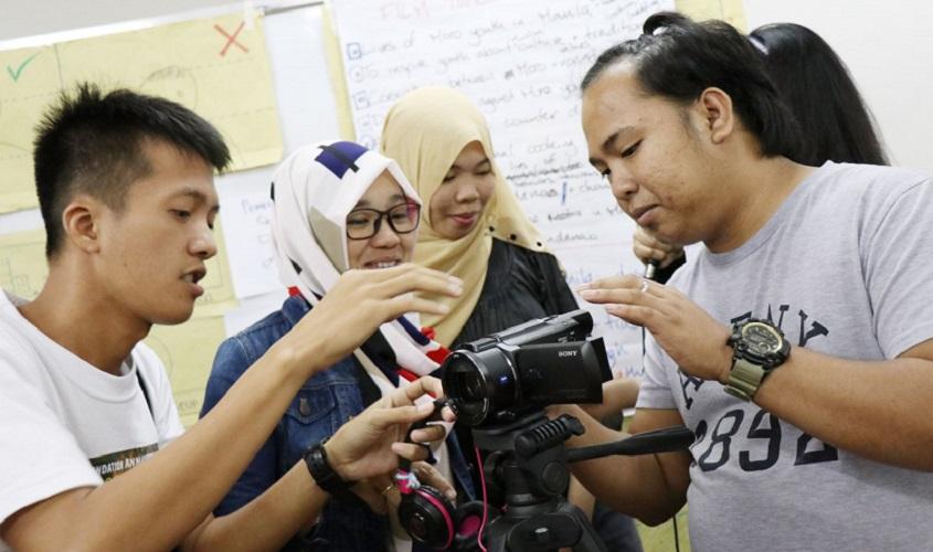 Khaild explores the camera's functions
