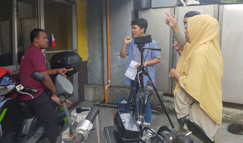 Workshop participants film their documentary in the streets of Metro Manila.